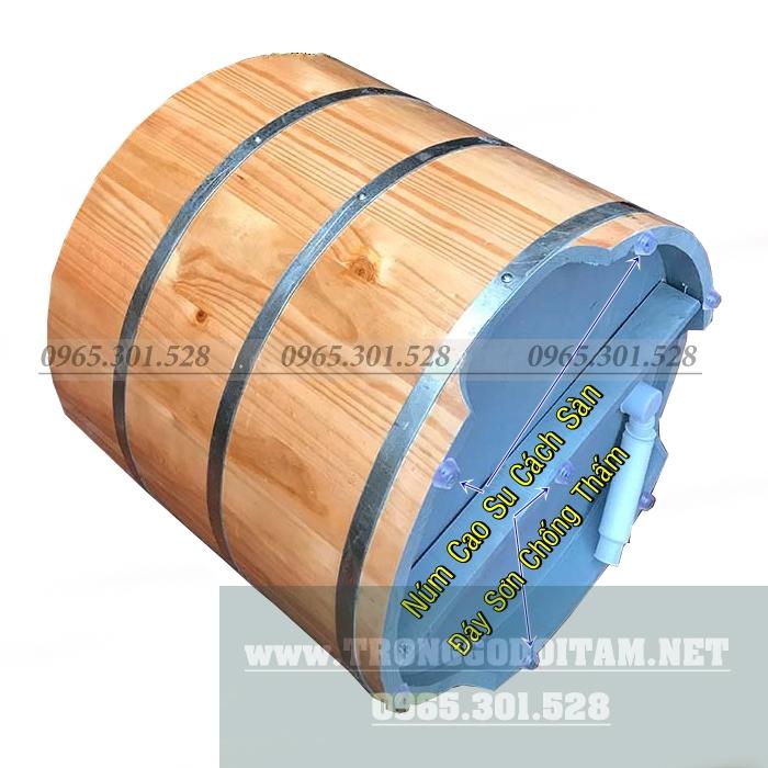 đáy bồn tắm gỗ chắc chắn có dây xả nối ra ngoài tiện lợi