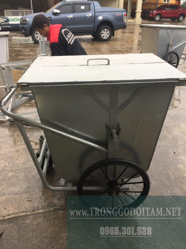 xe gom rác 500l tôn có nắp