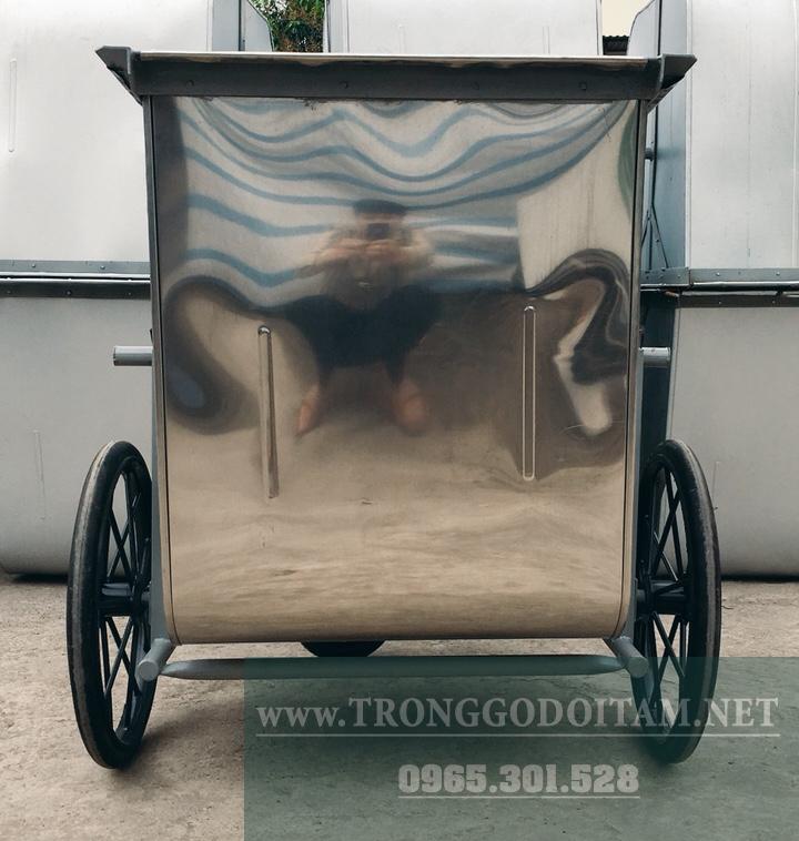 xe gom rác 500l inox sáng bóng có thể soi gương
