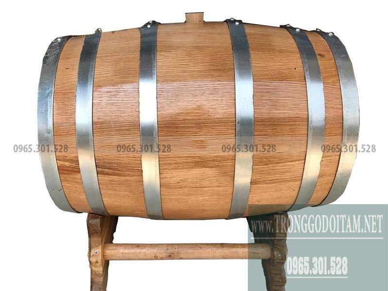 Thùng gỗ sồi dùng để ngâm ủ rượu trắng, rượu vang