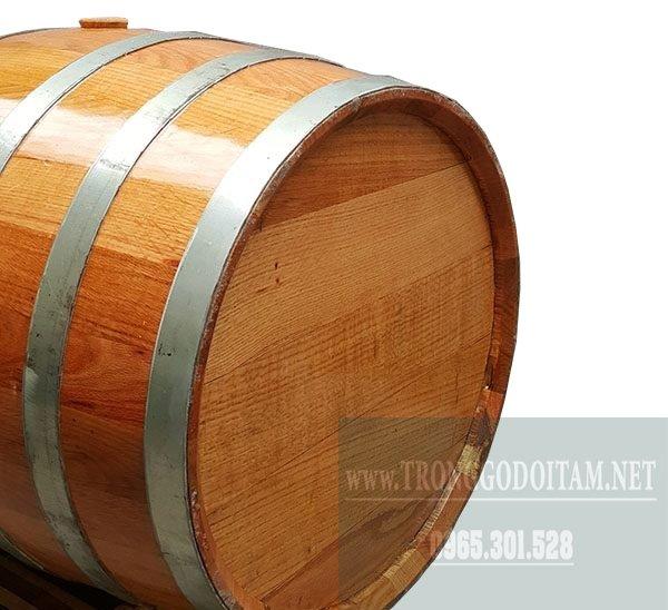 mặt sau thùng gỗ sồi đỏ ngâm rượu loại 200l