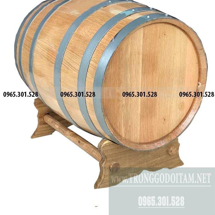 Thùng gỗ dùng để ngâm rượu trắng, rượu vang