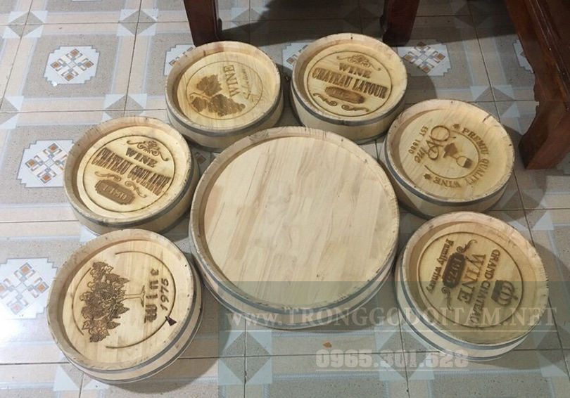 Mặt thùng rượu gỗ sồi được khắc Lazer logo các thương hiệu rất độc đáo