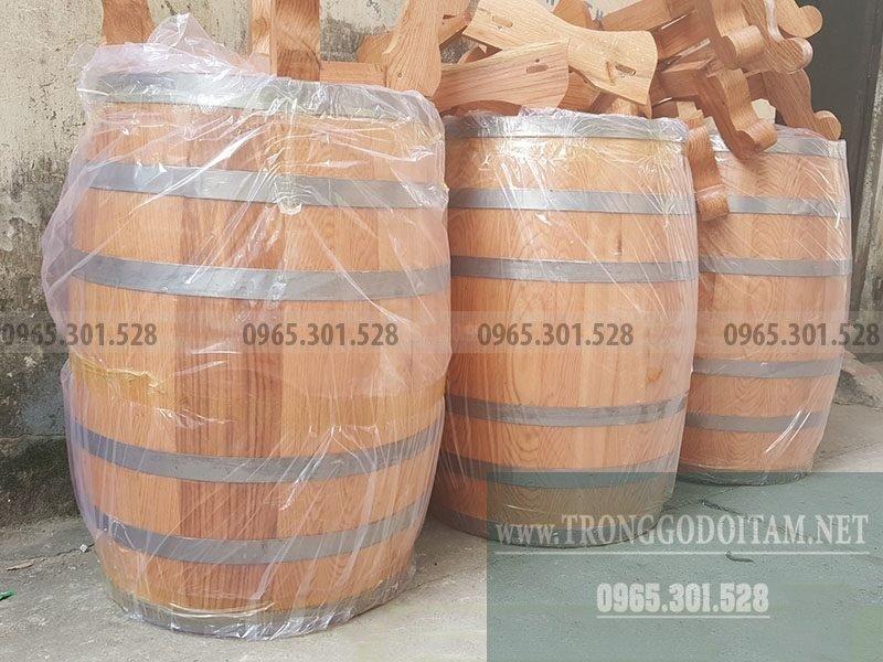 thùng gỗ sồi ngâm rượu dáng đứng