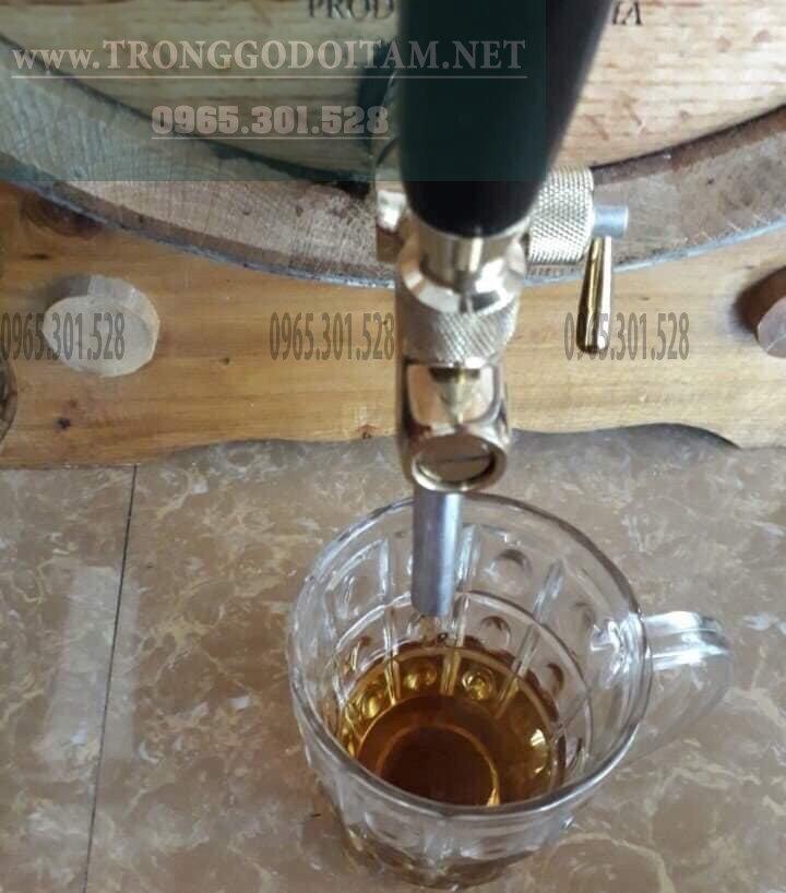 rượu trắng khi ngâm trong thùng gỗ sồi được 1 năm