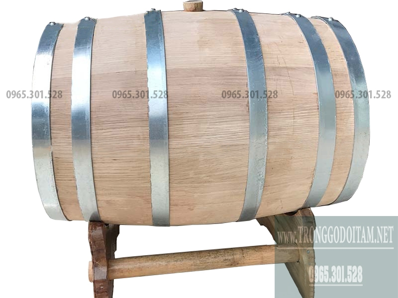 Gỗ Sồi Việt Nam dùng làm thùng ủ rượu được xẻ và hong gió 6 tháng trước khi sản xuất