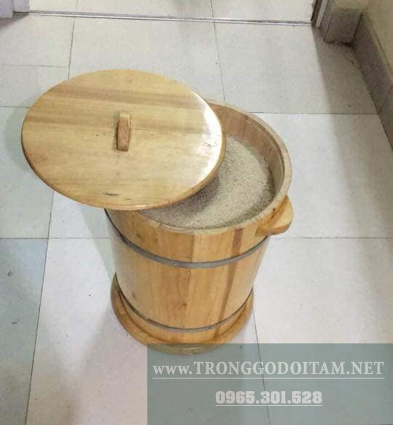 của hàng bán thùng gỗ đựng gạo